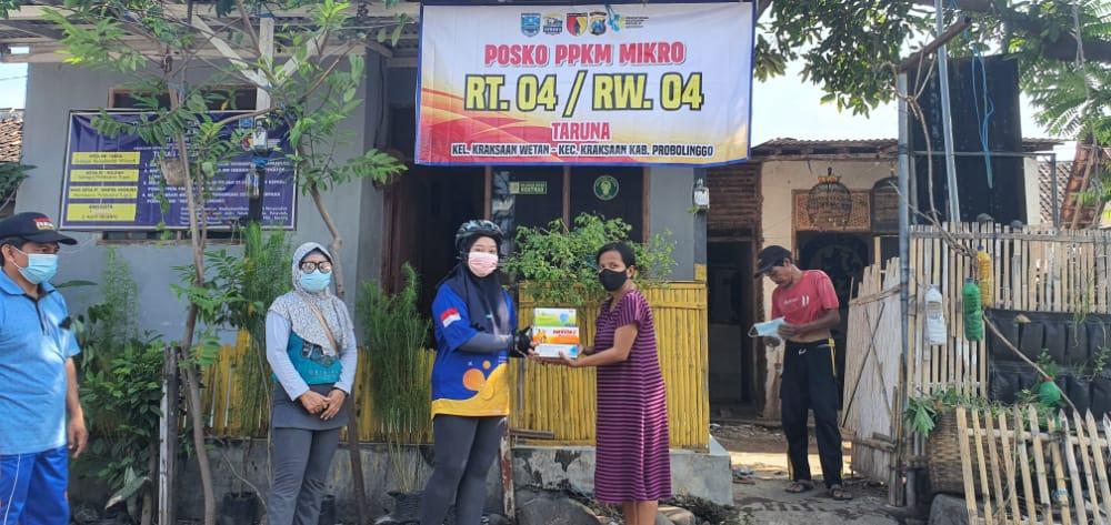 Dukung Penerapan PPKM Skala Mikro, Kelurahan Kraksaan Wetan Bagikan Ribuan APD