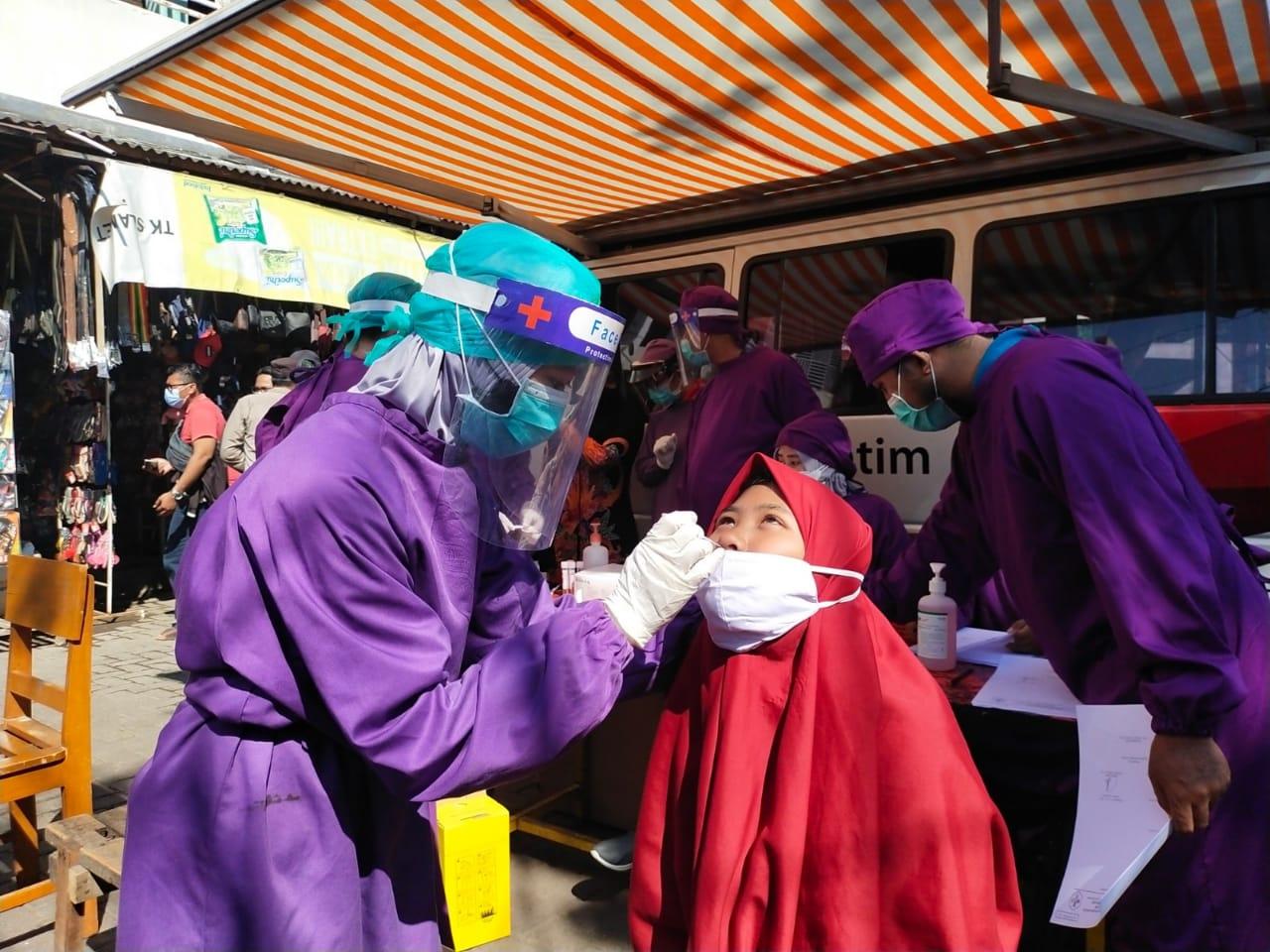 13 Warga Madura di Pasar Semampir Dites Swab Antigen dan PCR